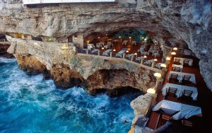 Oceanside-Restaurant-into-a-Grotto-in-Italy