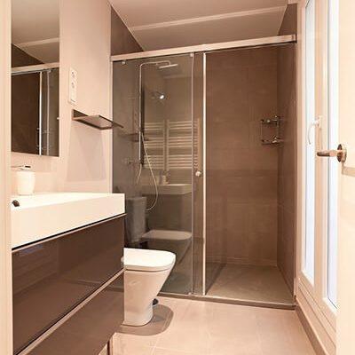 Reforma baño moderno vivienda Madrid Eleonce.